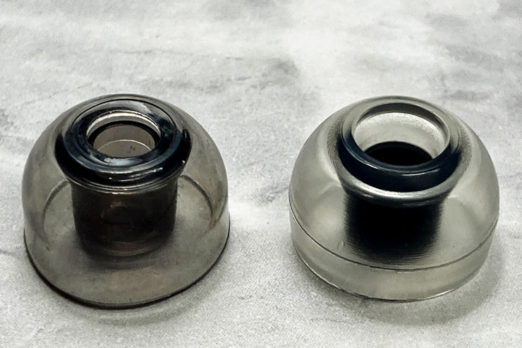 左:XELASTEC、右:Crystal Standard(いずれもLサイズ)