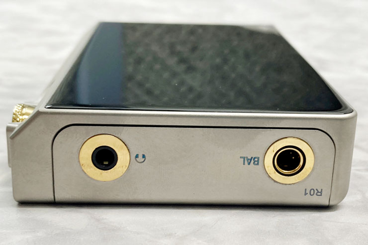N6ii-Ti R-2Rは3.5mmアンバランス/4.4mmバランスの各イヤホン端子のみ搭載