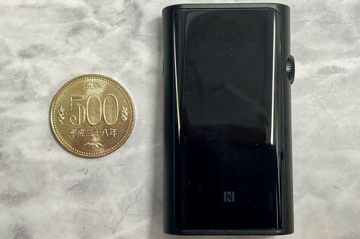 500円玉とのサイズ比較